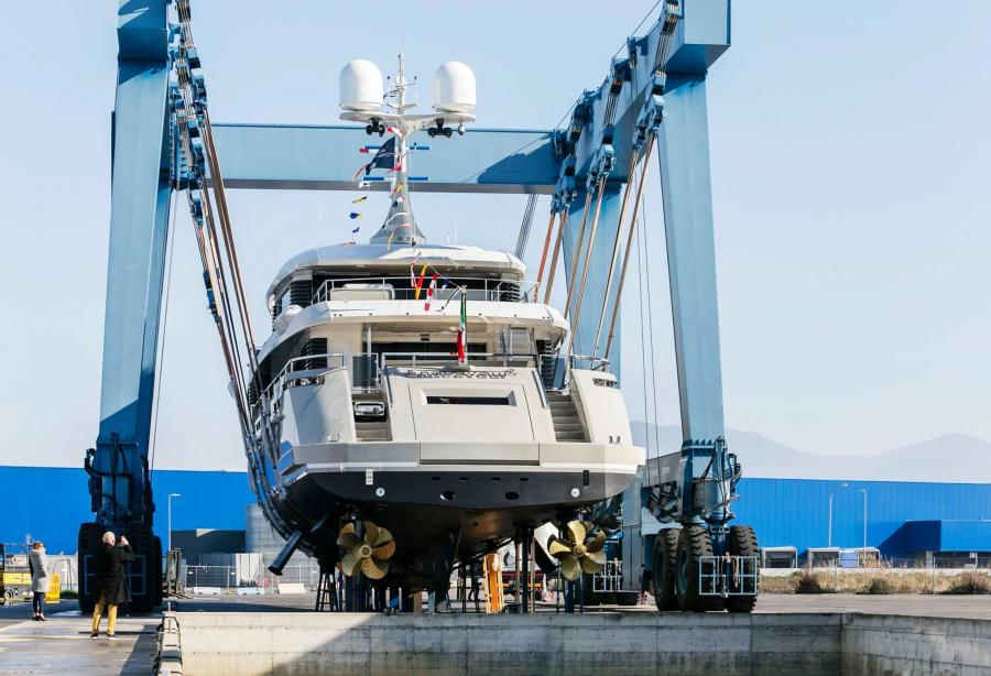 Superyacht Endeavour II hits the water at Rossinavi