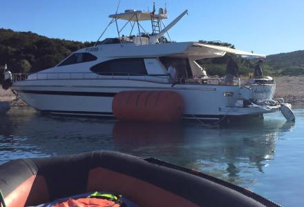 25m yacht ran aground in Corsica