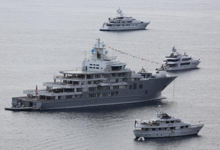 5 images that show the scale of megayachts