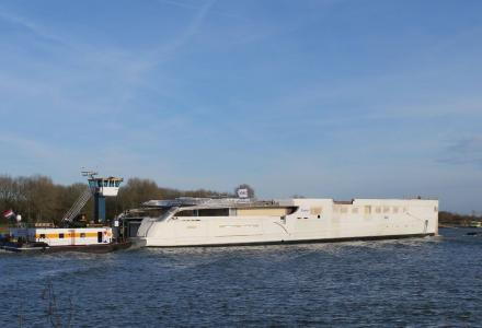 93m Feadship hull 814 on the move