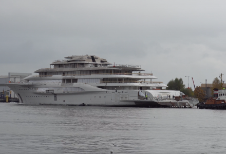 At least six 100m+ megayachts under construction at Lurssen