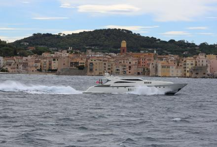 How to charter a yacht on the French Riviera