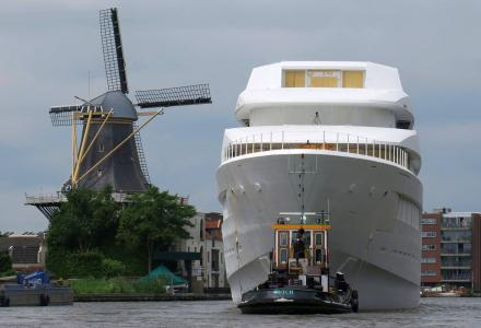New Feadship hull 700 transported through Holland