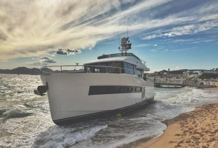 17m yacht beached in Cannes