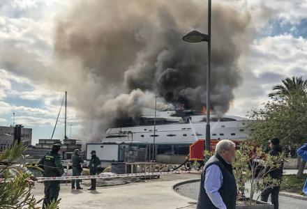 31m superyacht Ordisi catches fire in Alicante