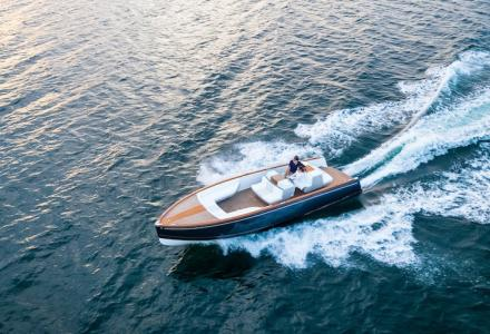 First luxury electric boat that is charging faster than a Tesla