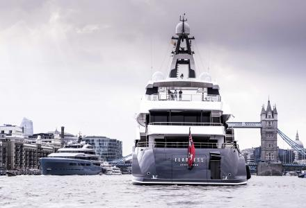 98-meter Aviva and 74-meter Elandess on the River Thames