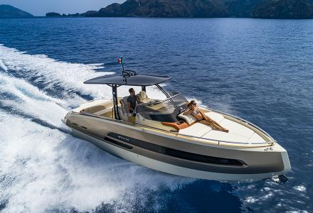 Invictus GT 320 debuts at the Cannes Yachting Festival 2018
