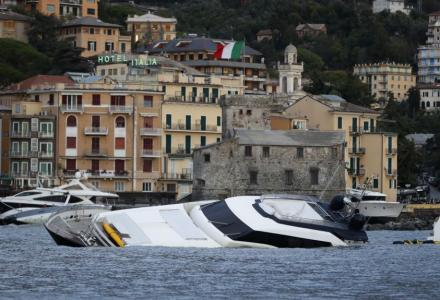 Apocalypse in Italy : heavy storm destroyed luxury yachts