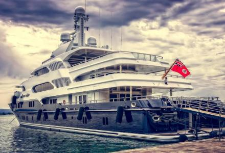Canadian yachts and private casinos