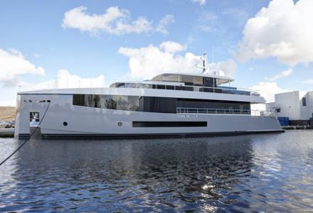 Feadship presents the new 34m superyacht