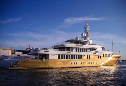 Golden age: EUR 18 million superyacht Belami wrapped in 600 sqm of vinyl