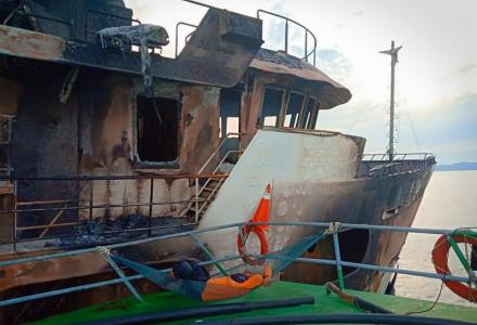 55m superyacht Lady D totally burnt down in Thailand