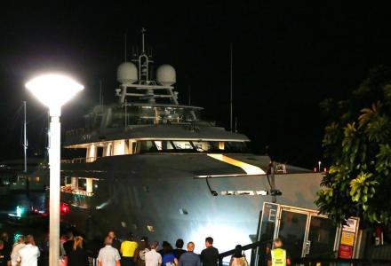 46m superyacht Moatize crashes into a wharf with a restaurant