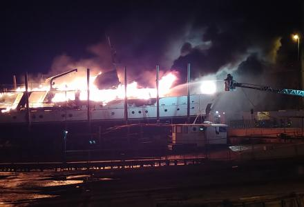 CNL Liguri motor yacht Pamela IV goes up in flames in San Remo