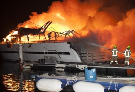 Fire breaks out at Abu Dhabi marina, destroying eight boats