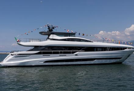 Mangusta launched the first unit of the new GranSport 33 series