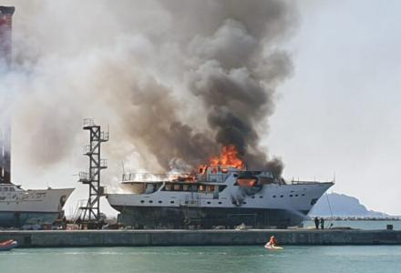 The 34 metre m/y Hidalgo on fire - another terrible accident in the world of superyachts