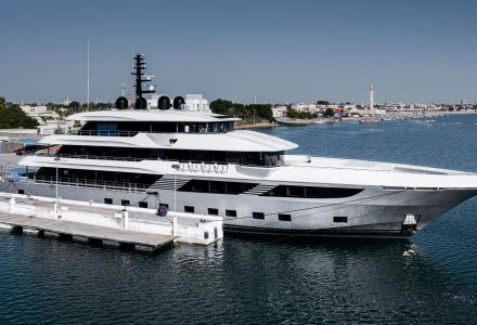 World's largest launch of composite yacht 54-meter Majesty 175