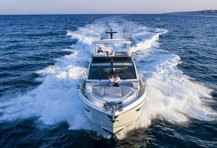 Pearl 62 Wins Best Flybridge Over 50 Feet