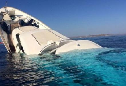 Navetta 33 sinks in Mykonos