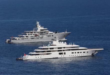 Top 8 photos of yachts at anchor in Monaco