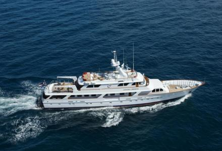 yacht Golden Compass