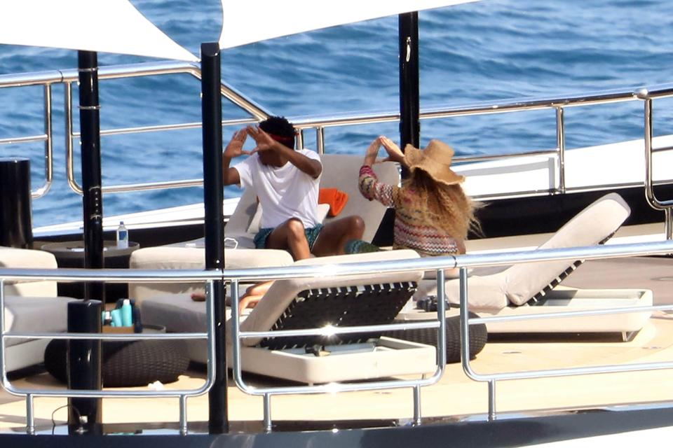 Jay Z And Beyonce Aboard Shahid Khan S 200 Million 95 Metre