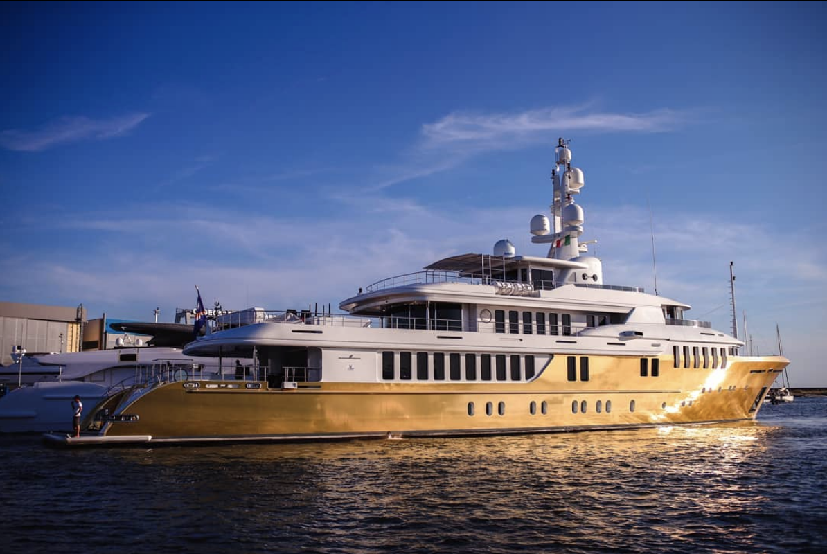 Golden age: EUR 18 million superyacht Belami wrapped in 600