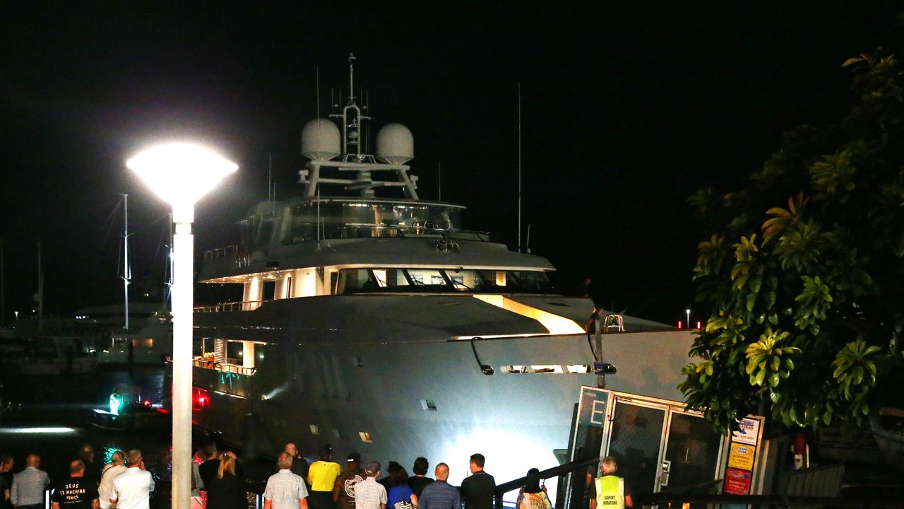 46m superyacht Moatize crashes into a wharf with a restaurant in