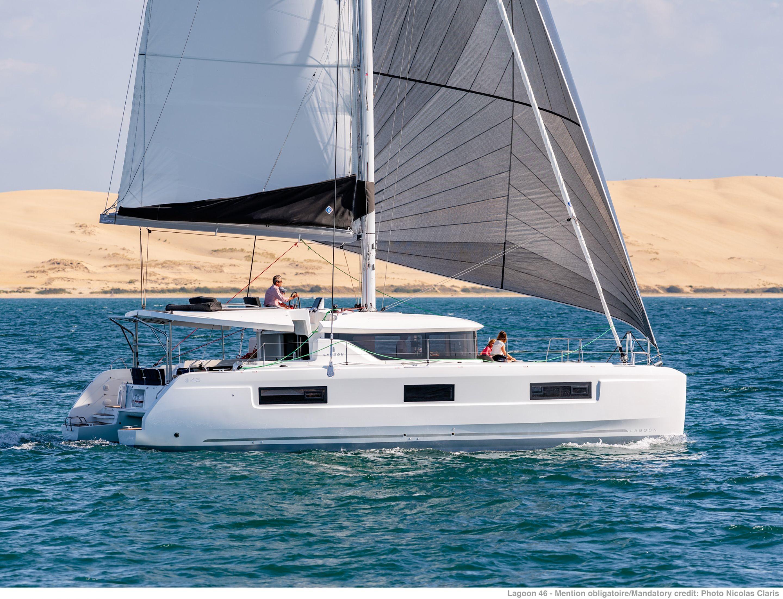 Catamarans contre yachts monocoques - pourquoi la popularité des catamarans augmente