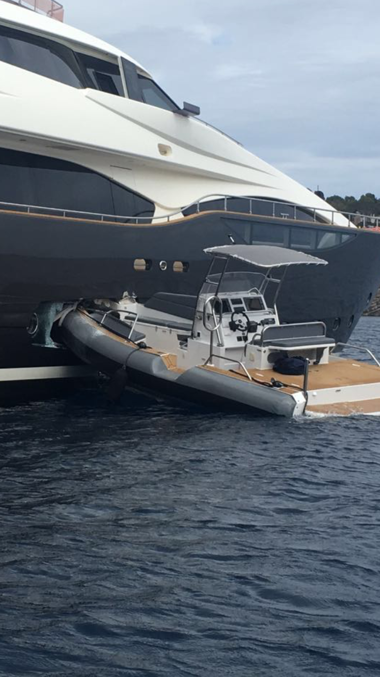 Tender Loses Control And Crashes Into Yacht Yacht Harbour