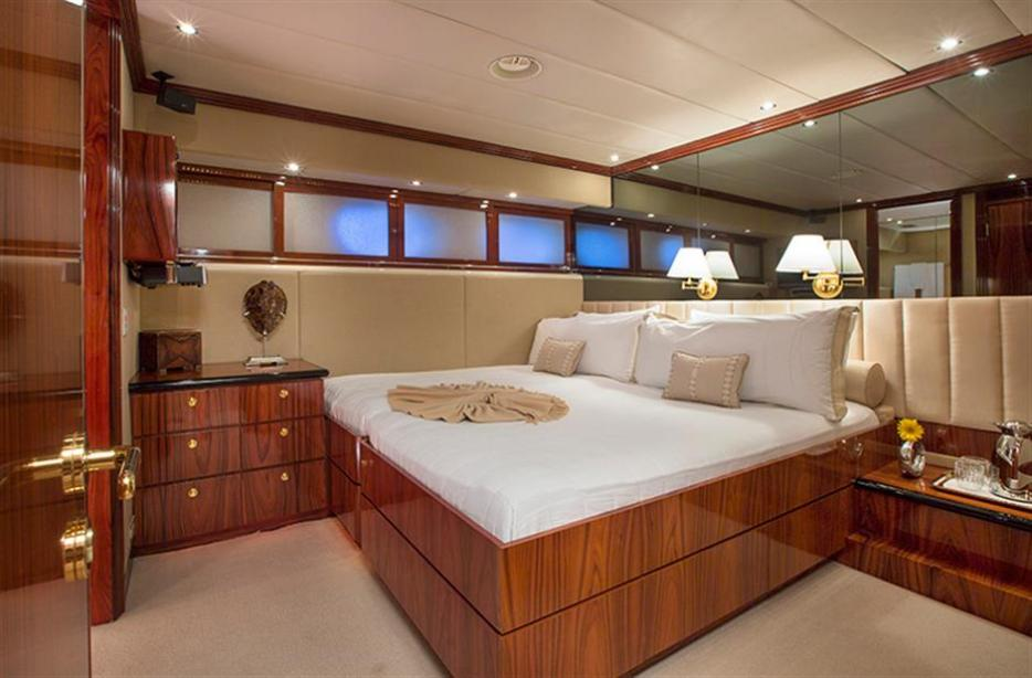 yacht Sweet Escape