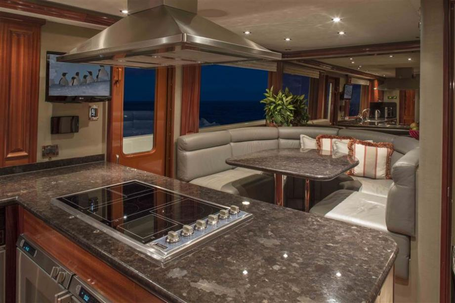 yacht Antares