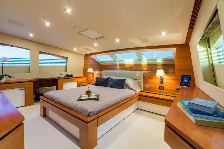 yacht Arion