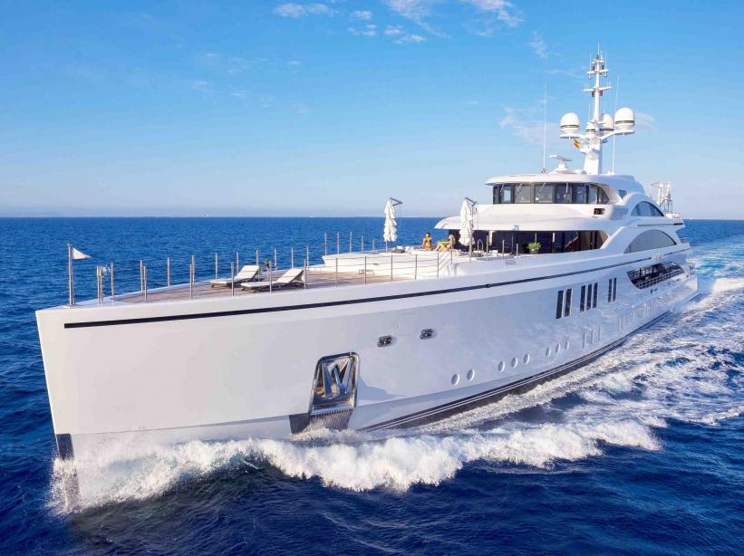 motor yacht 11 11 benetti yacht harbour. Black Bedroom Furniture Sets. Home Design Ideas