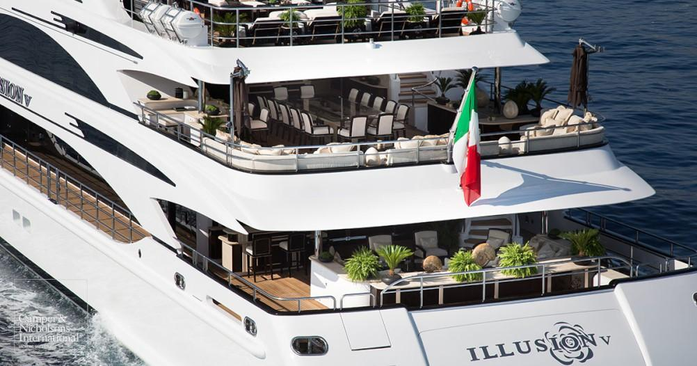 yacht Illusion V