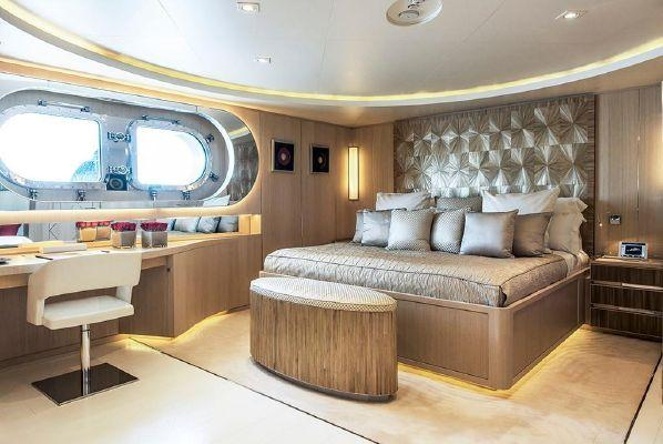 yacht Light Holic