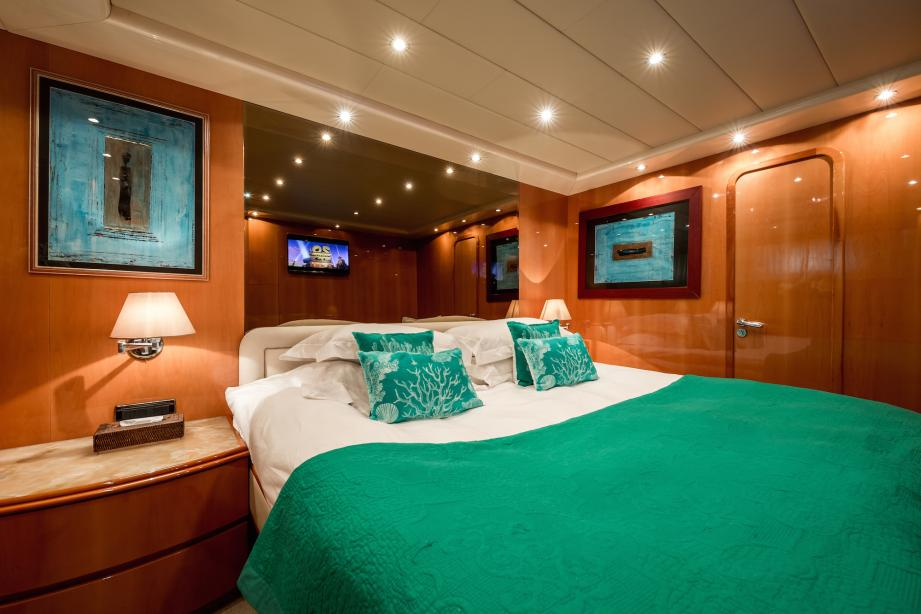 yacht Indulgence of Poole