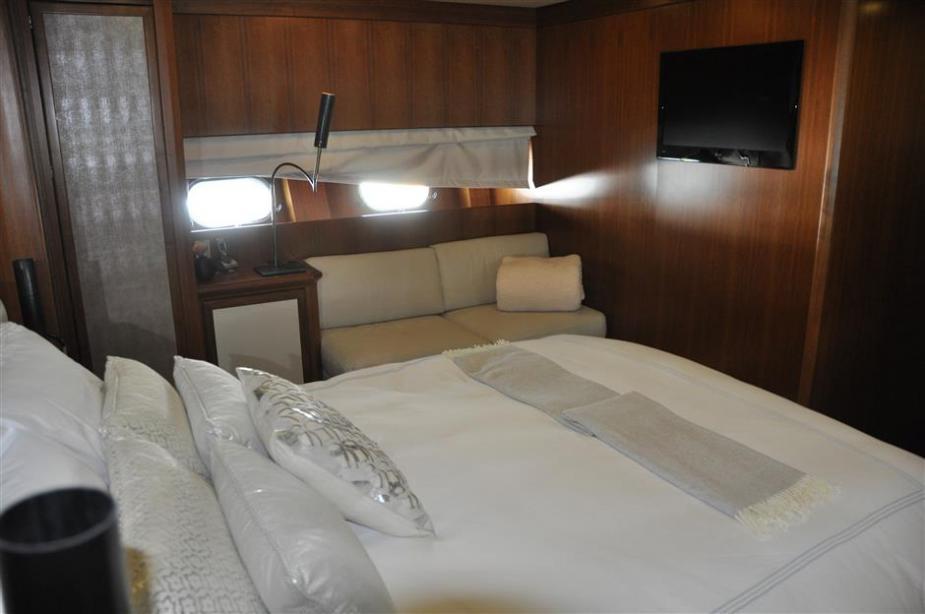 Bd Bad motor yacht negoseator leopard yacht harbour