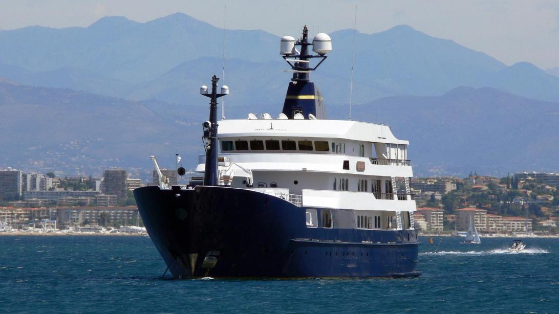 Full Force Diesel >> Motor yacht Force Blue - Royal Denship - Yacht Harbour