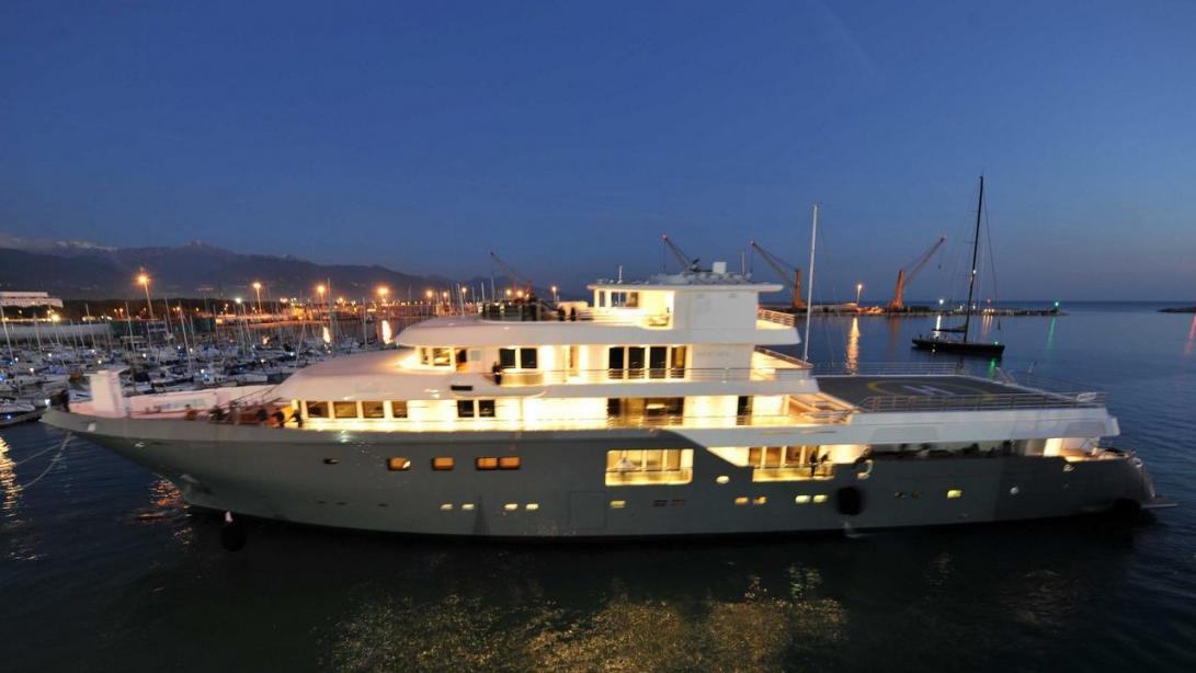 planet nine yacht ile ilgili görsel sonucu