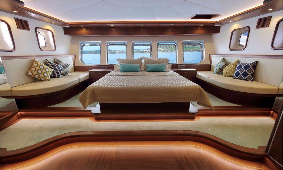 yacht Dragonfly