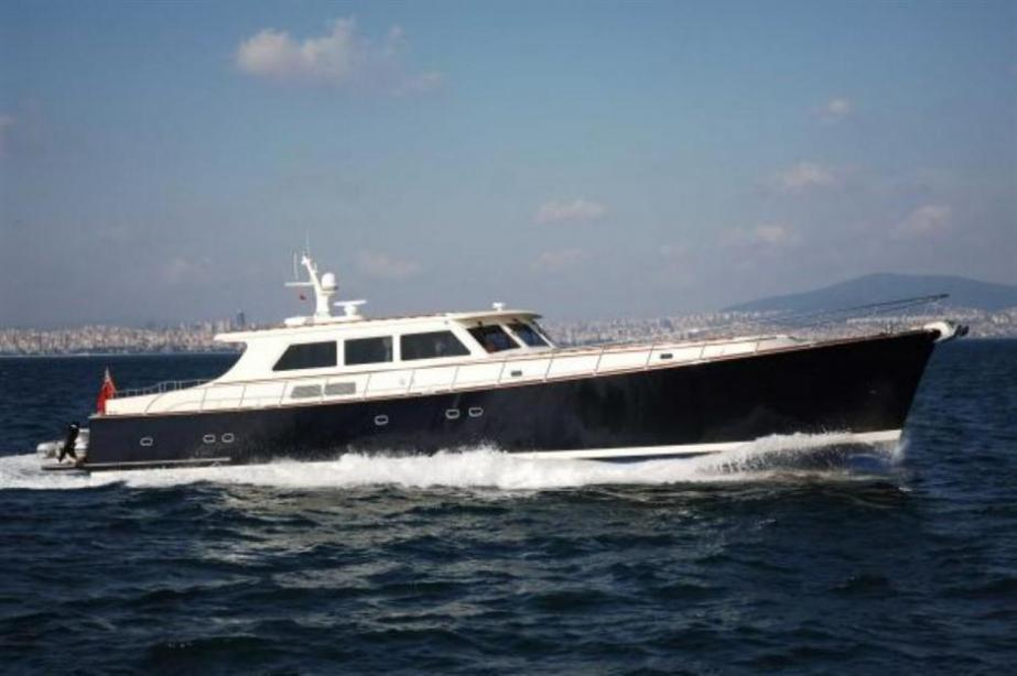 yacht Essence of Cayman