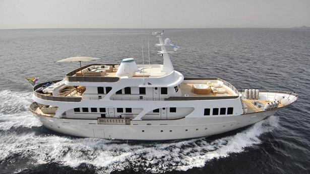 yacht Evergreen V