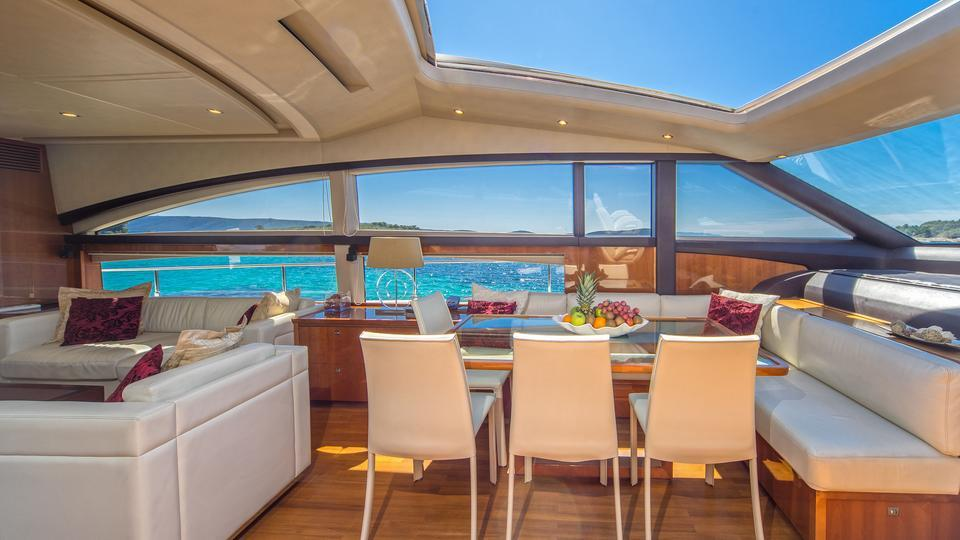 yacht 66° Above